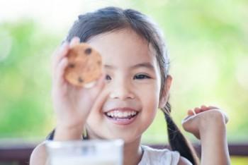 Ganti Camilan Anak untuk Menghilangkan Bau Mulut